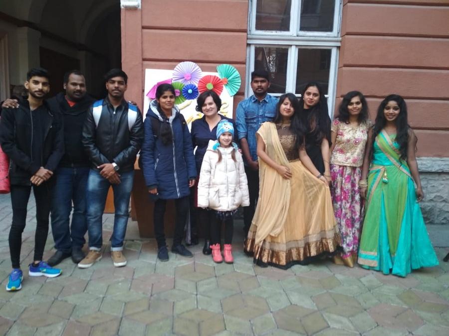 Студенти-іноземці ІФНМУ яскраво відзначили національне свято Дівалі (фоторепортаж)