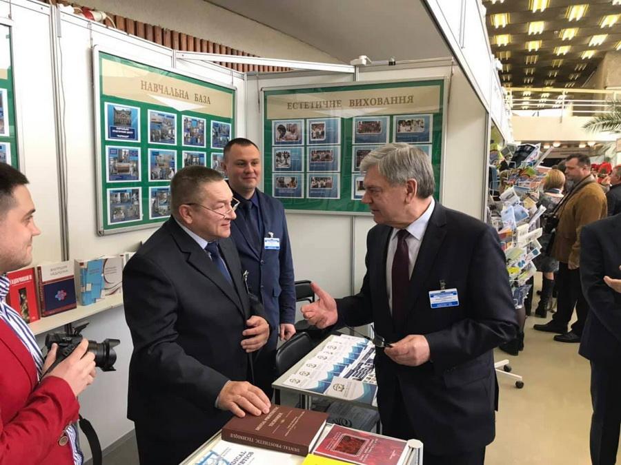 Франківський медуніверситет визнали лідером вищої освіти в Україні (фоторепортаж)